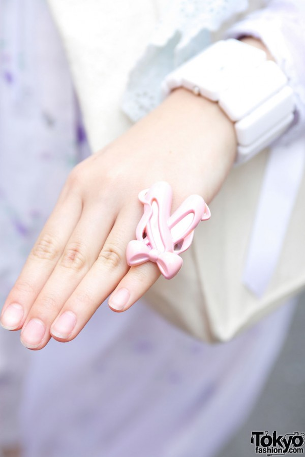 Ring with pink ballet slippers
