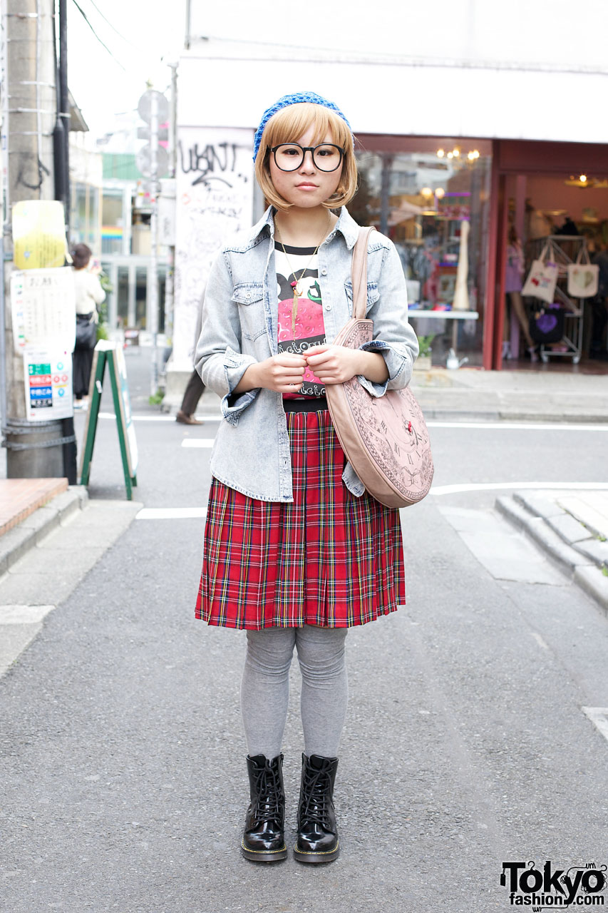 Spinns denim shirt & pleated plaid skirt