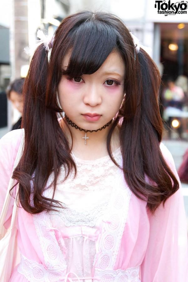 Twin ponytails & tattoo choker in Harajuku