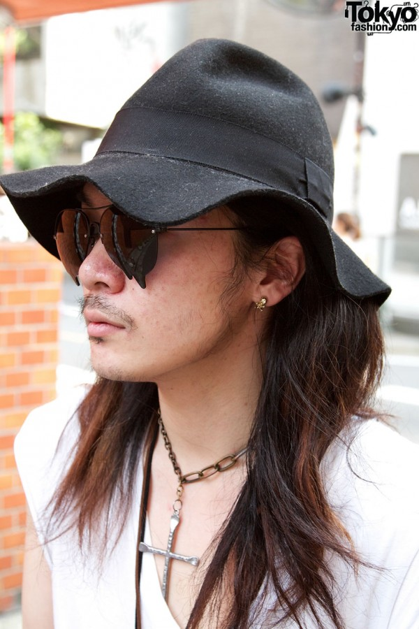 Skull earring & floppy hat in Harajuku