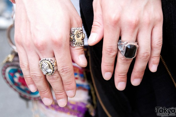 WEGO staffer's large metal rings