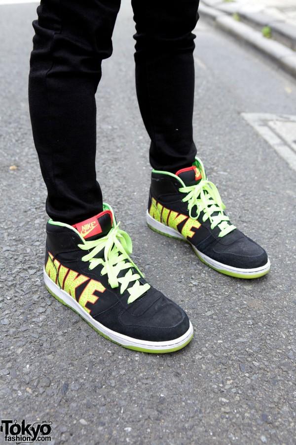 Uniqlo skinny jeans & Nike sneakers