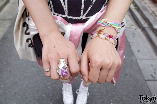 Hand shaped ring & rubberband bracelets