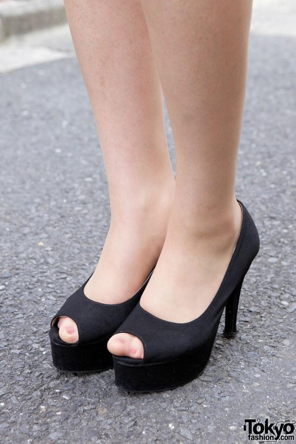 Peep toe stiletto pumps