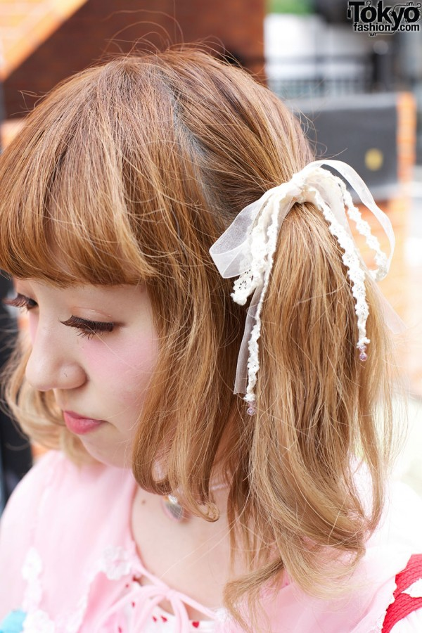 Twin ponytails w/ lace bows