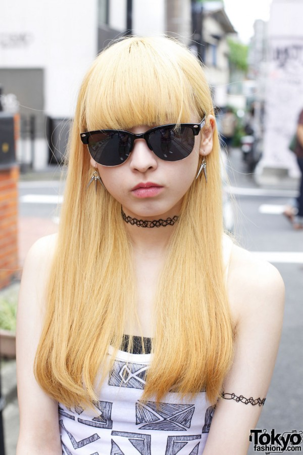 Tattoo Necklace & Blonde Hair in Harajuku