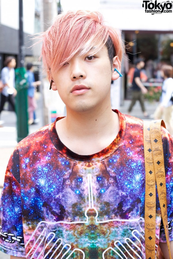 Guy w/ two-tone hair in Harajuku