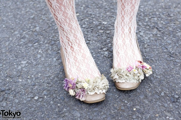 Lace stockings & shoes w/ flower decorations