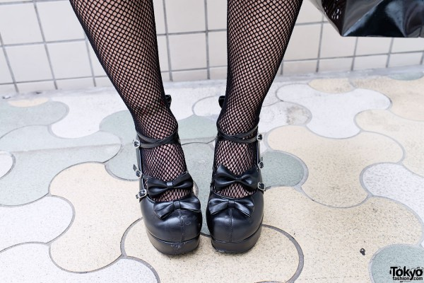 Fishnets & Platform Bow Shoes