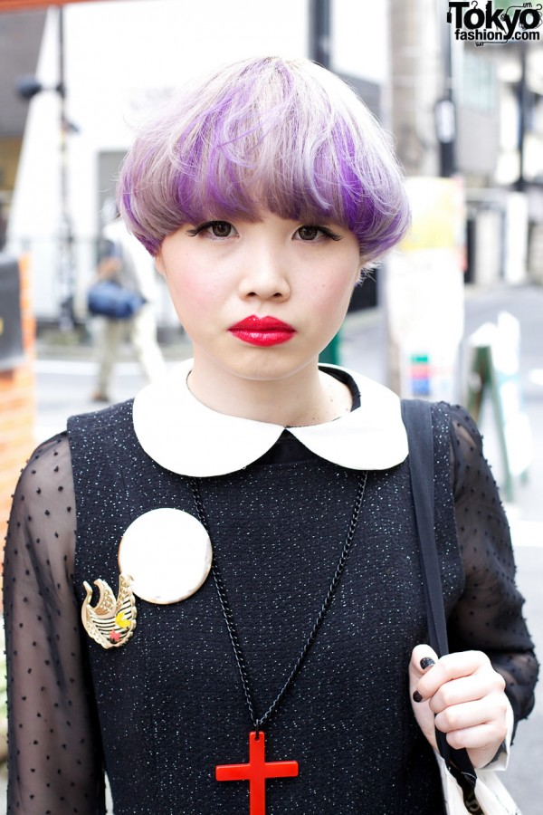 White Peter Pan collar & red lipstick