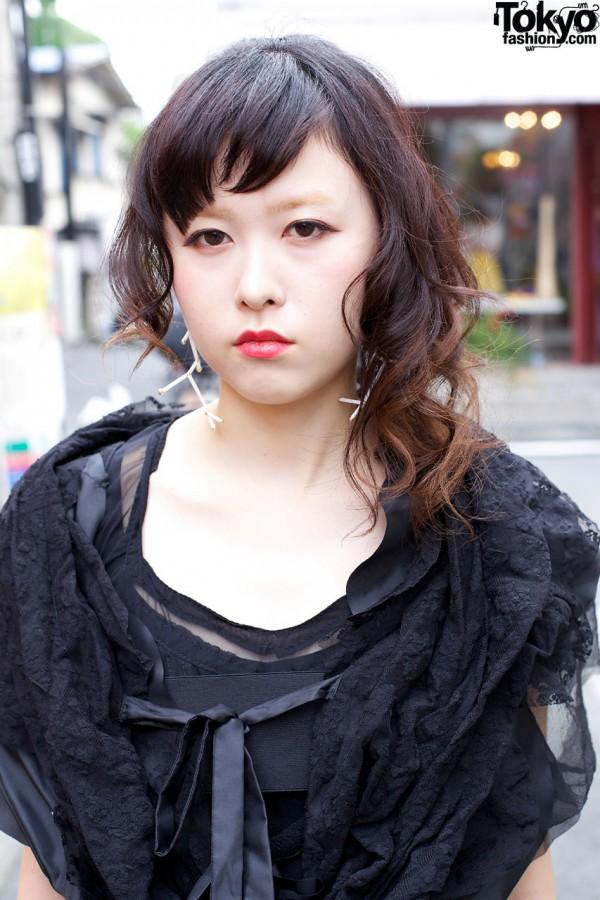 Harajuku girl w/ ruffled lace top