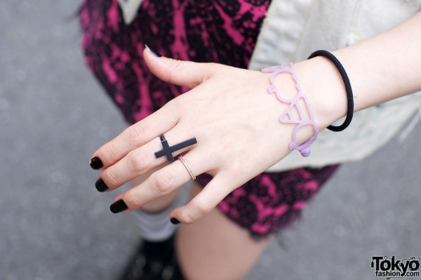 Black cross ring, gold ring & rubberband bracelets