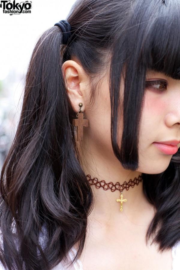 Wooden cross earrings & tattoo choker