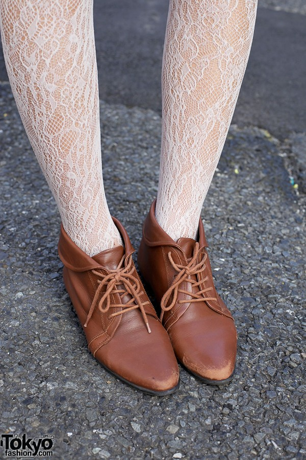 Lace tights & Oxford shoes