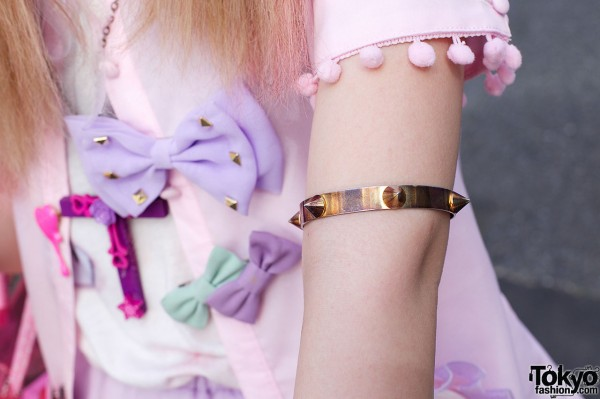 Gold spiked armband