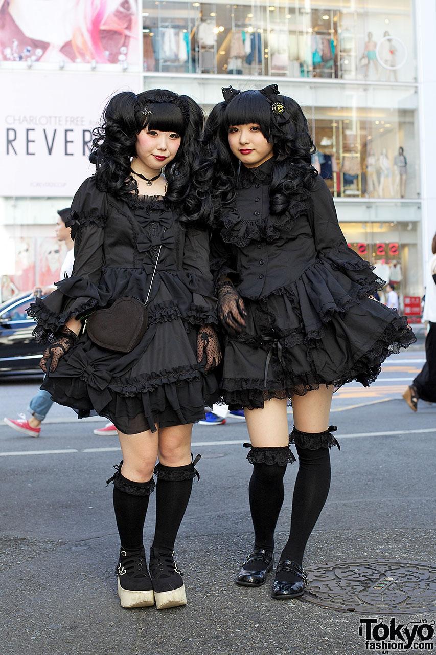 Gothic Harajuku Street Fashion Girls In Matching All Black