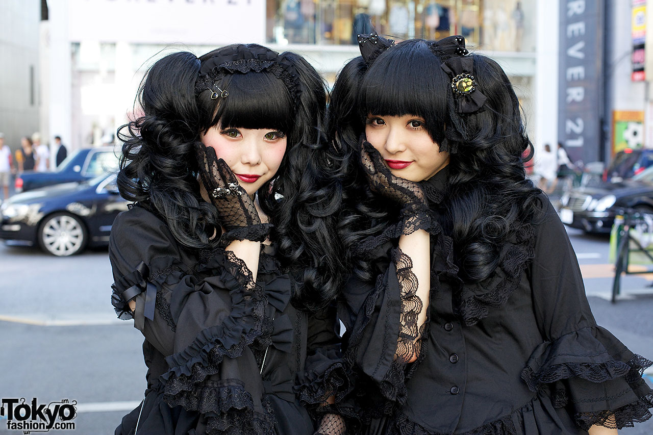Gothic Harajuku Street Fashion Girls In Matching All Black