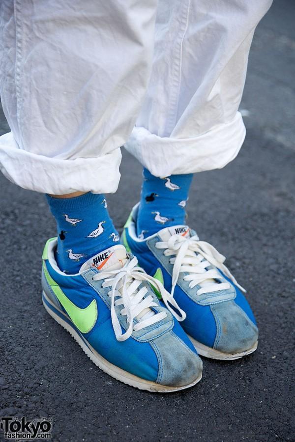 Blue duck socks & blue Nike sneakers