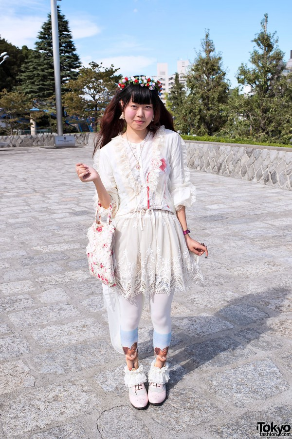 Romantic Vintage Fashion w/ Cherub-Print Tights in Harajuku