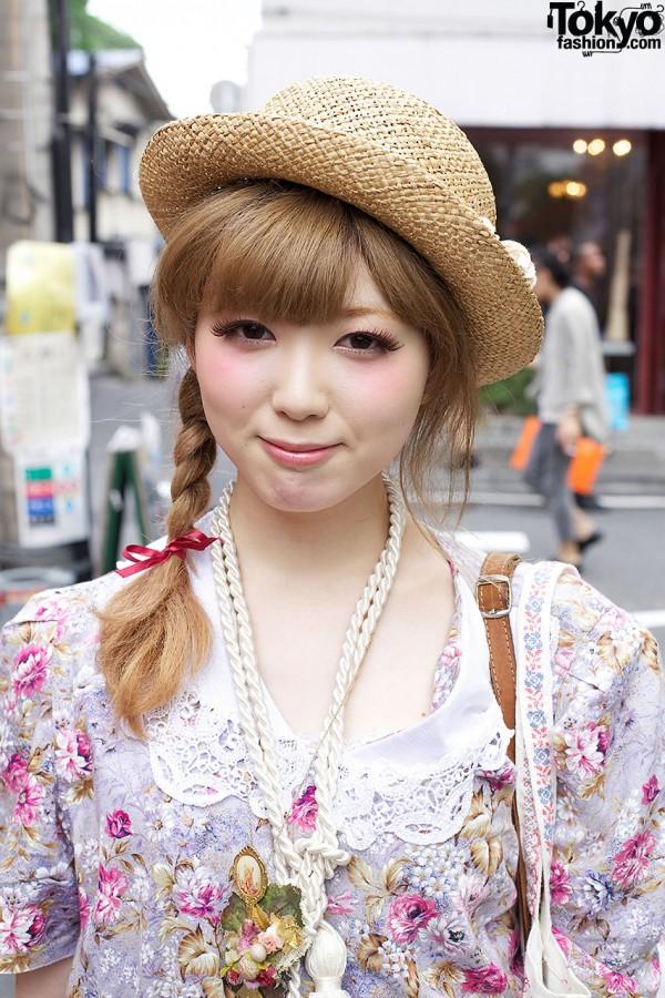 Girl's braid, bow & straw hat