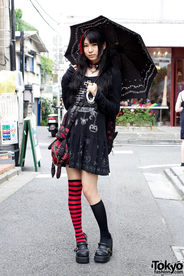 Hangry & Angry Dress, Parasol & h.Naoto Choker