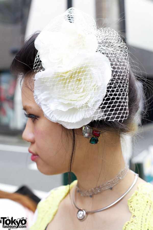 Flower & net hair ornament