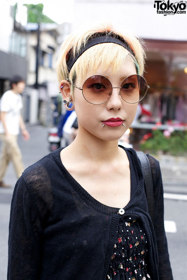 Round Glasses & Short Blonde Hair in Harajuku