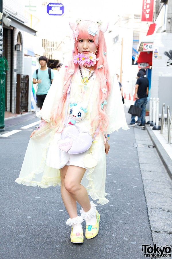 Cat Ears, Pink Hair, Flowers, Hello Kitty & Angelic Pretty in Harajuku