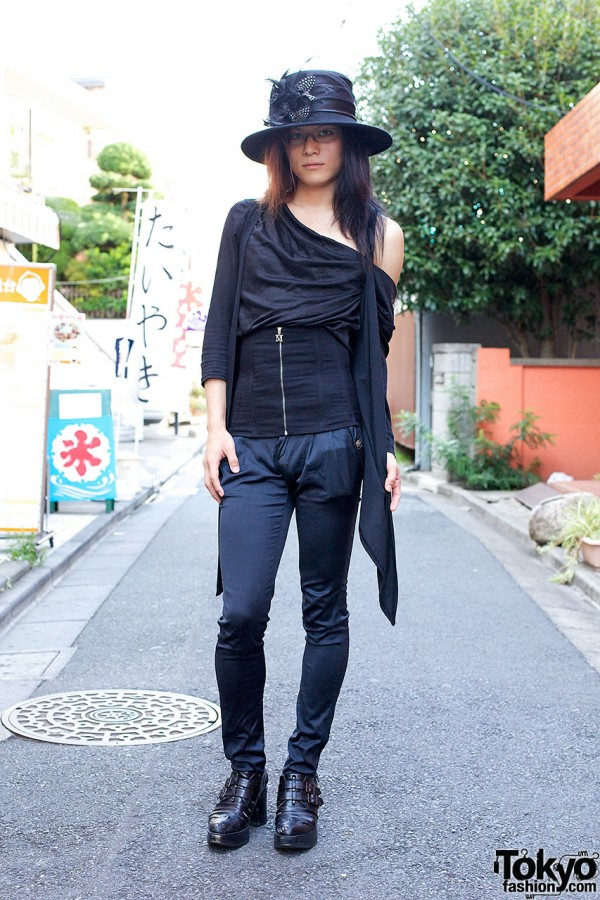 Pan-dr-a Singer in Harajuku w/ All Black Fashion & Queen Bee Boots