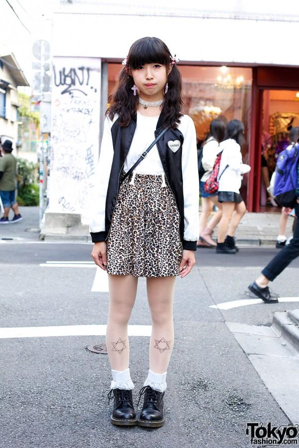 Harajuku teen in Leopard Skirt