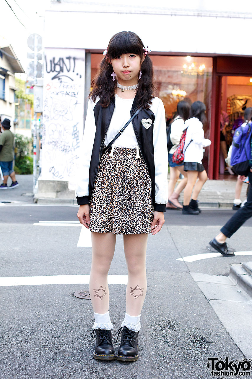 Harajuku teen in Leopard Skirt