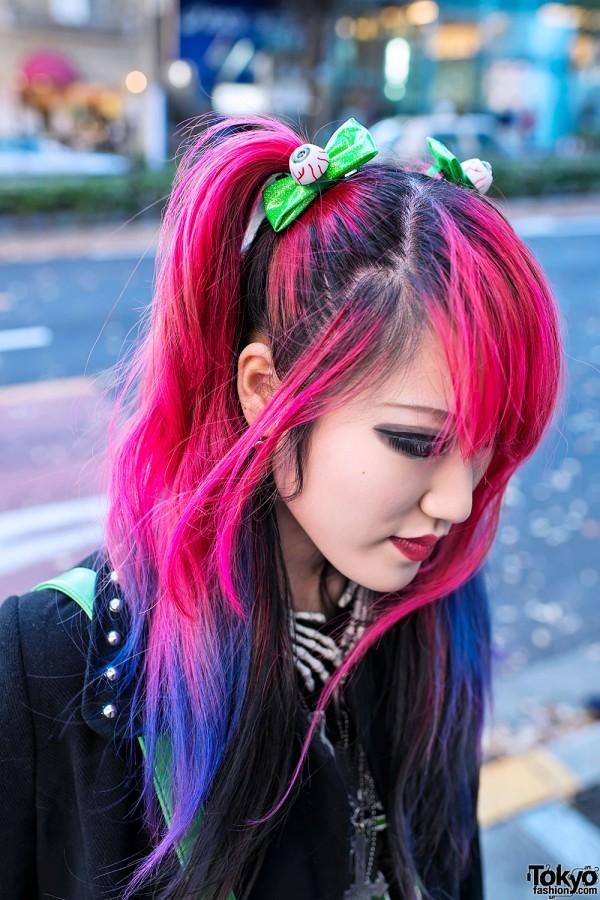 Lisa w/ Kreepsville 666 Eyeball Hairbows