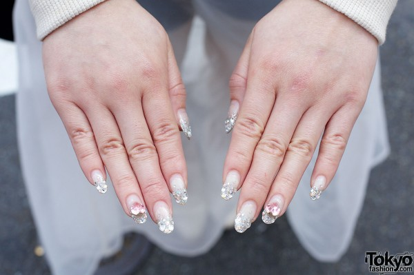 rhinestones nail art