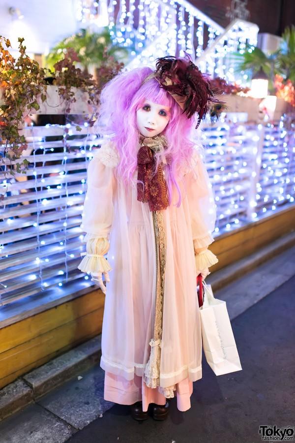 Japanese Shironuri Artist Minori in Harajuku on Christmas Day