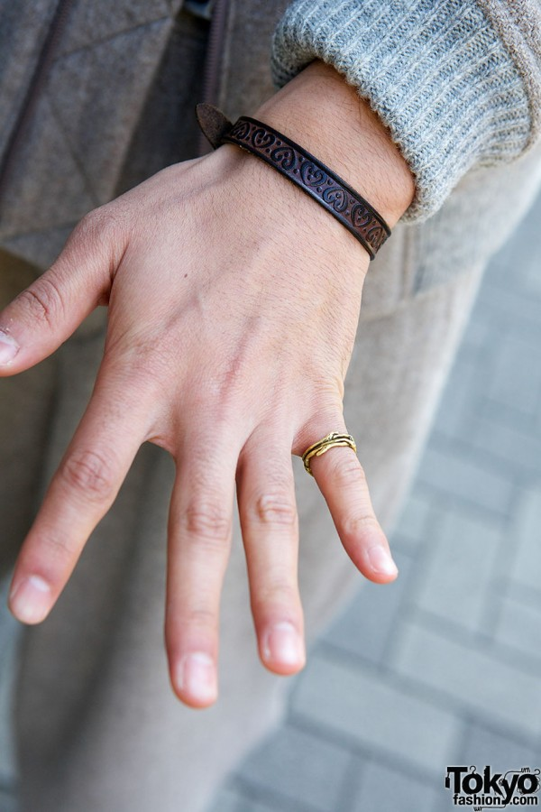 Leather bracelet golden ring