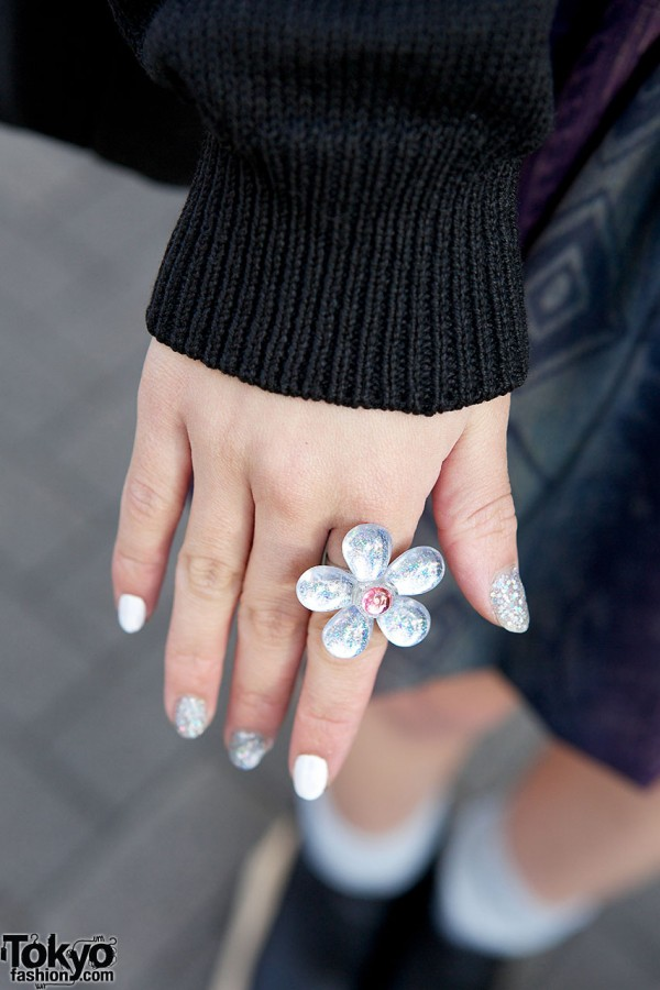 Flower ring and nail art