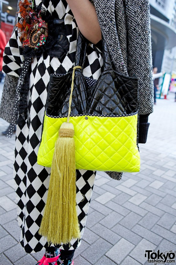 Quilted neon bag with tassel