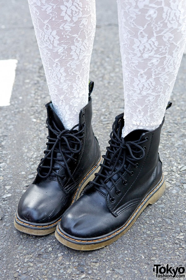 Lace tights and lace-up boots