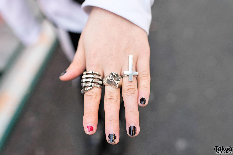 Skeleton Hand Ring – Tokyo Fashion News