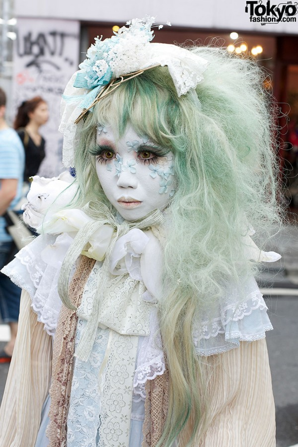 Minori's Green Hair in Harajuku