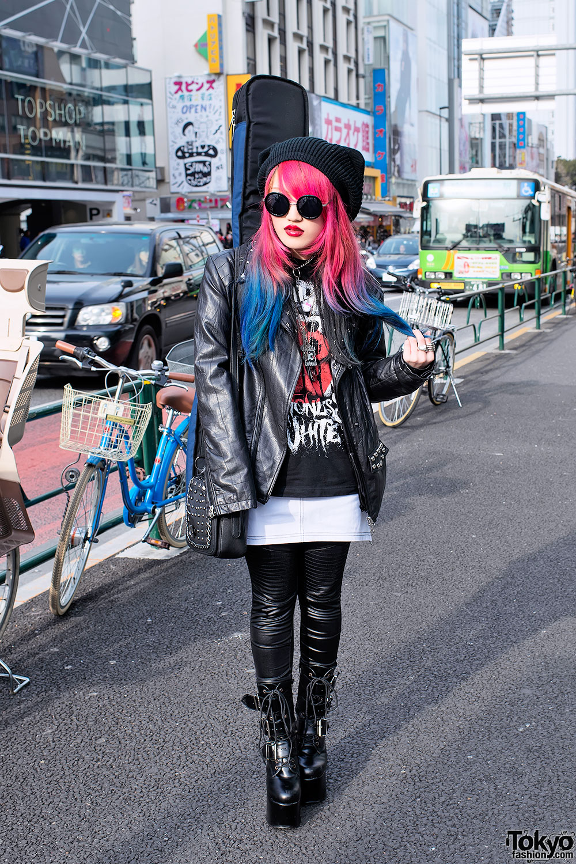 Guitar Toting Harajuku Girl W Dip Dye Hair Lots Of