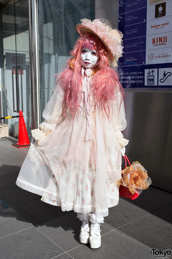 Japanese Shironuri Artist Minori in Harajuku