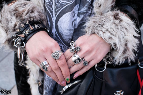 Alice Black Silver Rings