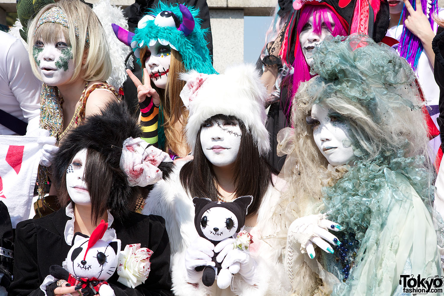 """Fashion Picture: Japanese Shironuri """"White Face Monster Party"""" In Harajuku"""