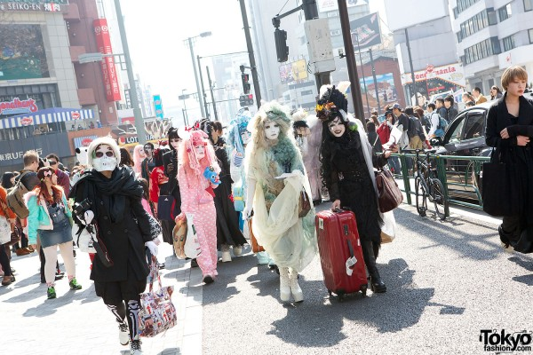 Japanese Shironuri Fashion in Harajuku (34)