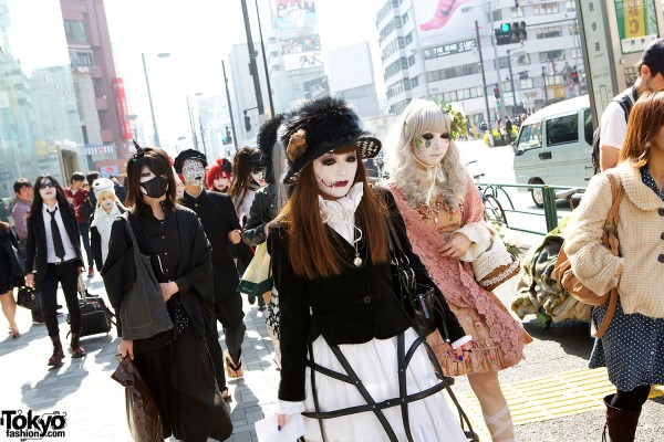 Japanese Shironuri Fashion in Harajuku (39)