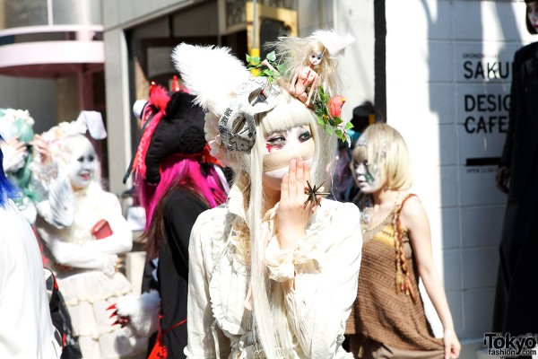 Japanese Shironuri Fashion in Harajuku (57)