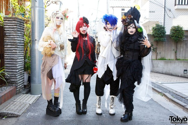 Japanese Shironuri Fashion in Harajuku (87)