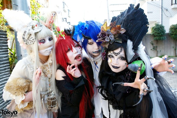 Japanese Shironuri Fashion in Harajuku (88)