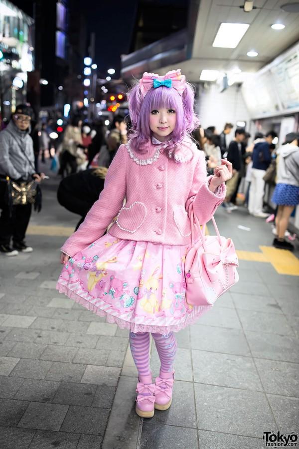 Moco's Kawaii Pink Angelic Pretty Style at Harajuku Station